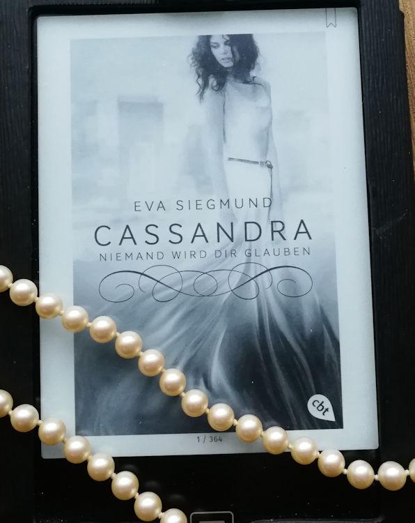 """""""Cassandra – Niemand wird dir glauben"""" von Eva Siegmund"""