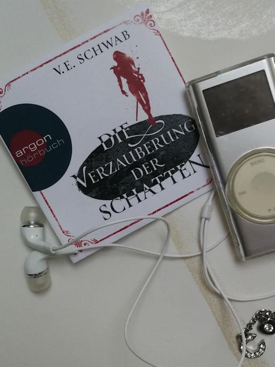 """""""Weltenwanderer-Trilogie (2) Die Verzauberung der Schatten"""" von V. E. Schwab"""
