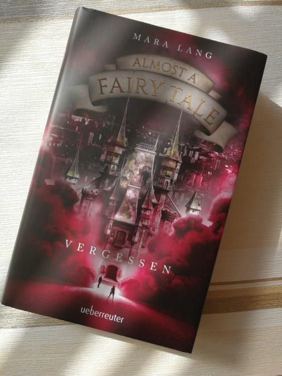 """""""Almost a Fairy Tale – Vergessen"""" von Mara Lang"""