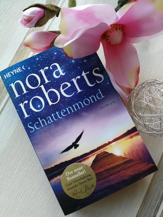 """""""Die Schatten-Trilogie (1) – Schattenmond"""" von Nora Roberts"""